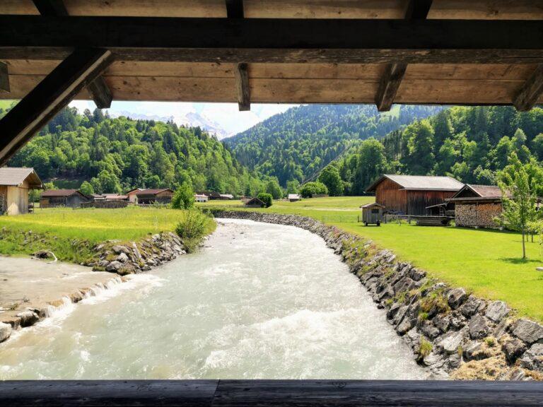 Cosa vedere a Garmisch-Partenkirchen: vacanze in Baviera tra laghi, montagne, città e castelli