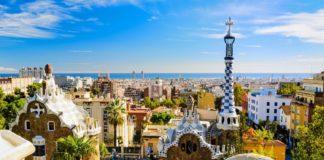Vista panoramica Barcellona da Parque Guell di Gaudi.