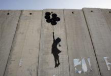 Opera di Banksy, sul muro di Gaza