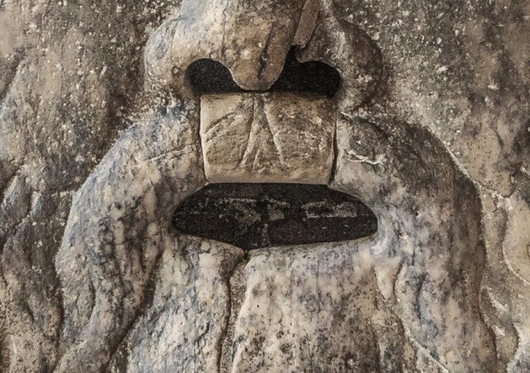 Il Mascherone di Bocca della Verità ingoia l'acqua o la mano?