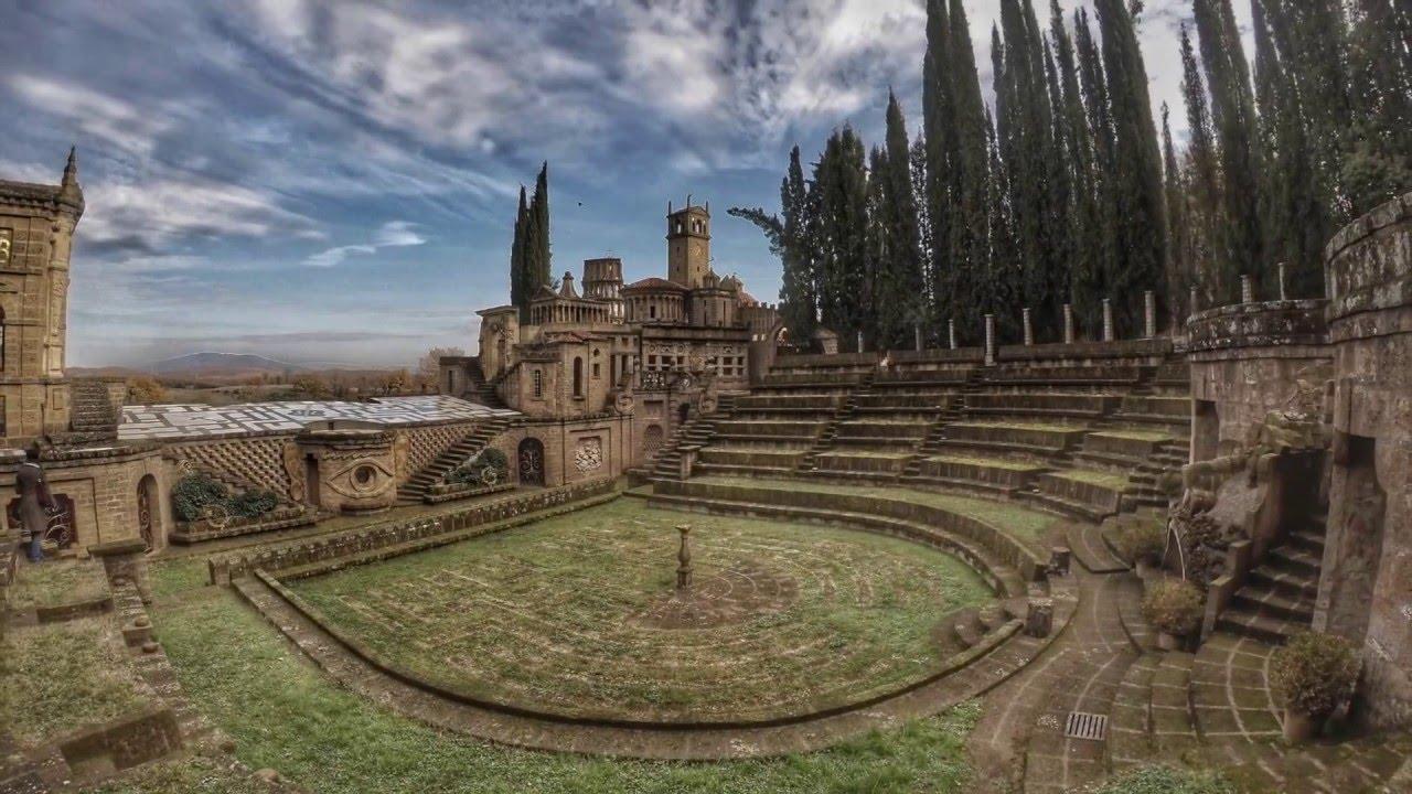 """Esiste la """"città ideale""""? Ecco la Scarzuola in Umbria, un viaggio tra esoterismo, surrealismo e magia"""