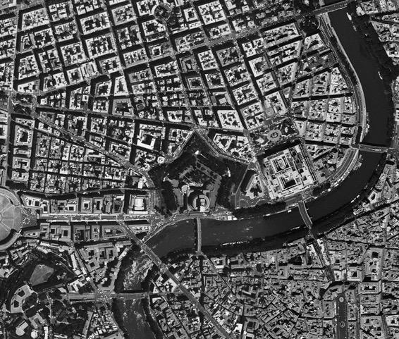 Roma vista dall'alto: il Tevere a separare due città diverse, due diverse concezioni del mondo