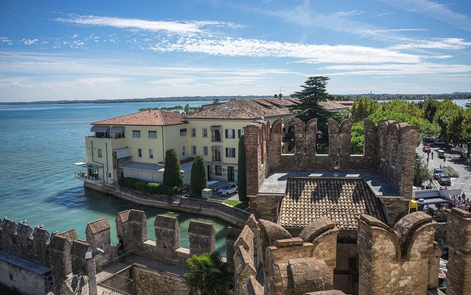 Castello Scaligero nella meravigliosa Sirmione: visita la sua Darsena restaurata! | Mondo Viaggiare
