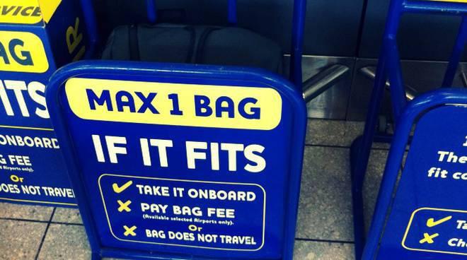 Rivoluzione Rynair: bagaglio a mano a pagamento