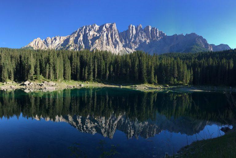 Il Lago di Carezza è l'articolo più letto della settimana. Scopri la Top 5!